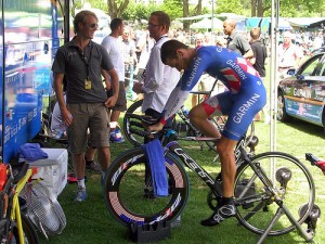 Dave Zabriske warming up at the 2009 Tour de France--tres chic.